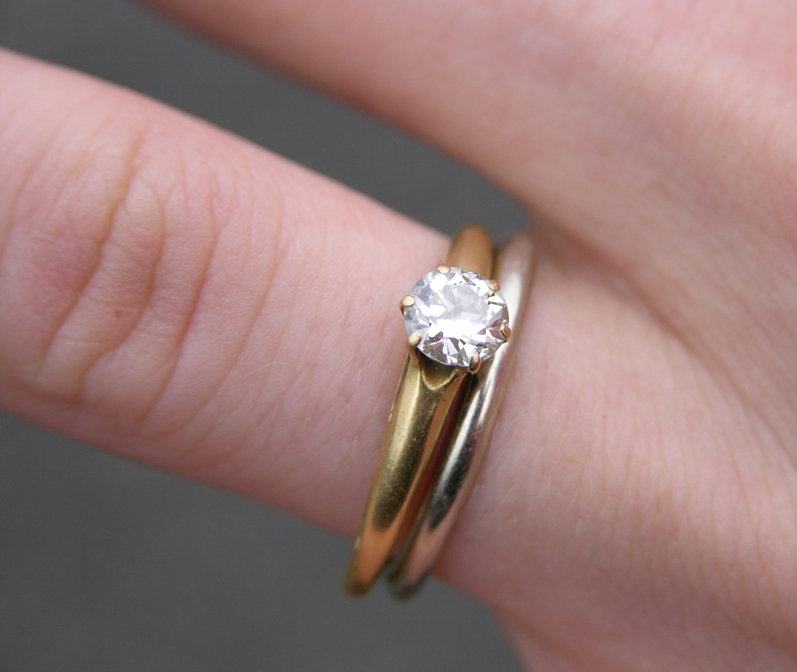 Types of the engagement ring and their meaning